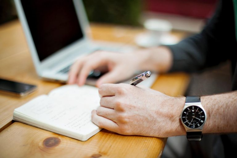 How to Maximize the Time Difference Between You and Your Virtual Assistant