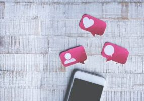 Do Influencers need Distant Assistants